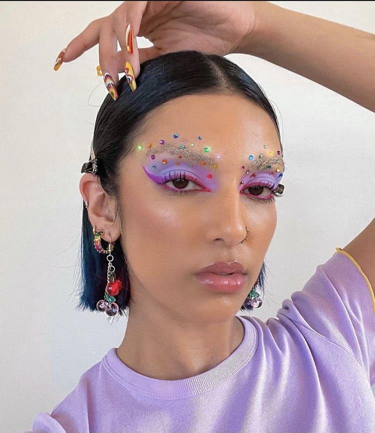 Pretty indie girl makeup looks