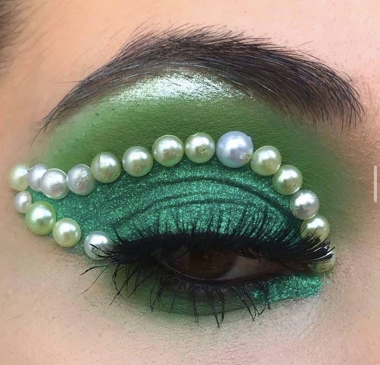 Pearls indie makeup looks