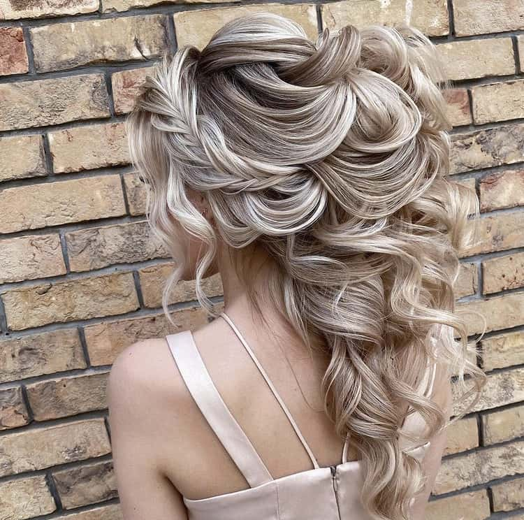volume curls in a high ponytail