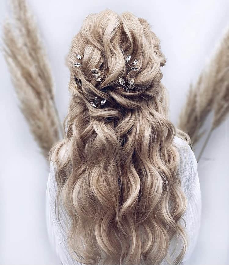 Read more about the article 50 Bridal Wedding Hairstyles Perfect for Long Hair