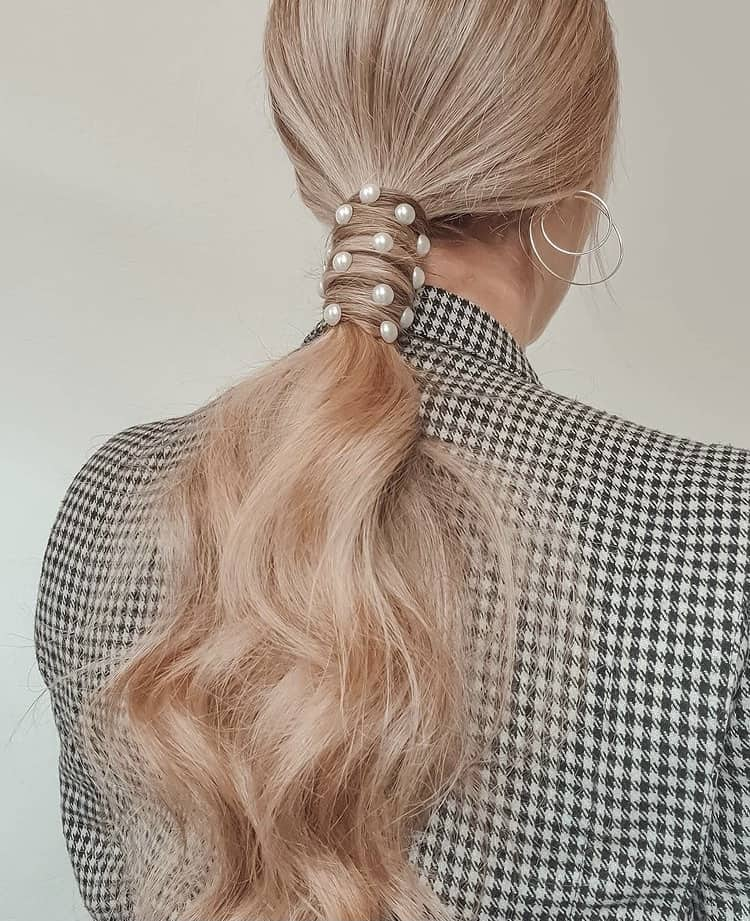 chic Ponytail with pearls